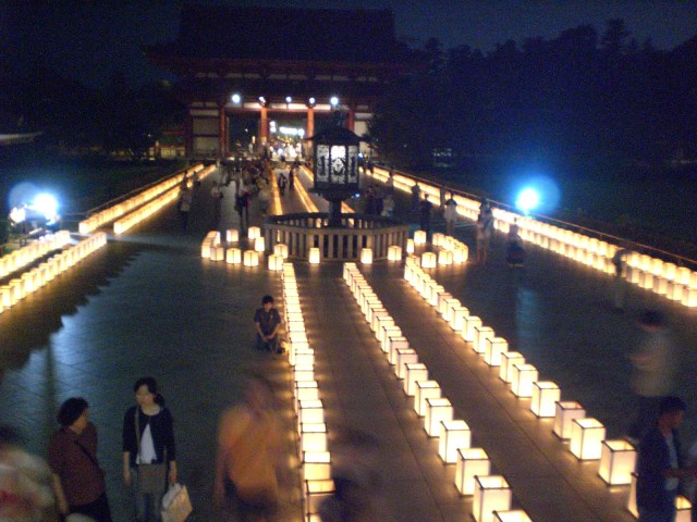 The walkway in front of Todaiji