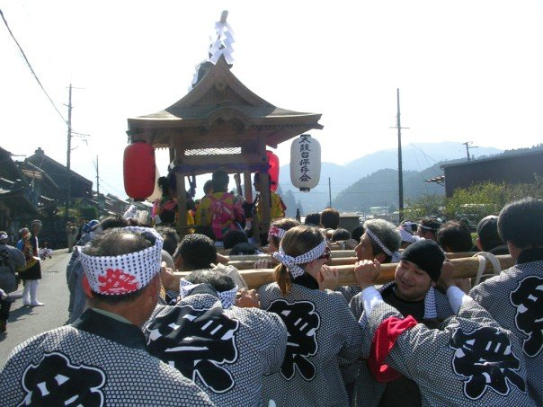 Carrying the mikoshi along