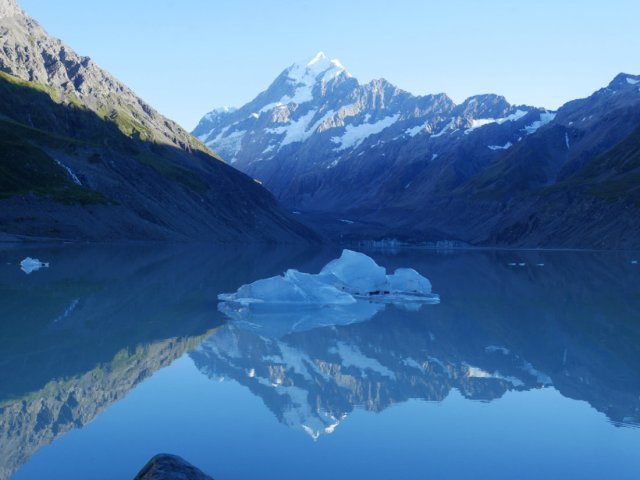 Aoraki / Mount Cook reflected in the Hooker Lake