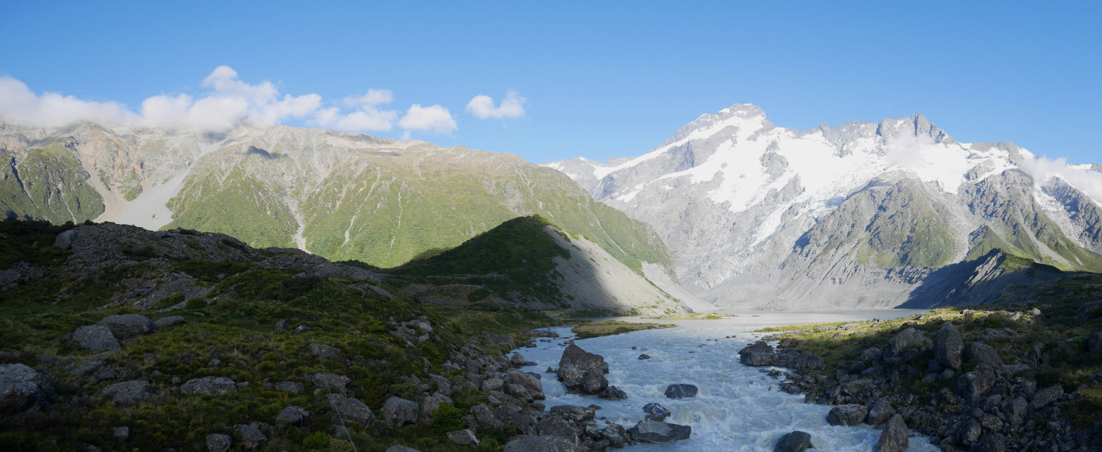 The Hooker Valley Track early in the morning