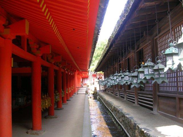 Kasuga Taisha lanterns and colours