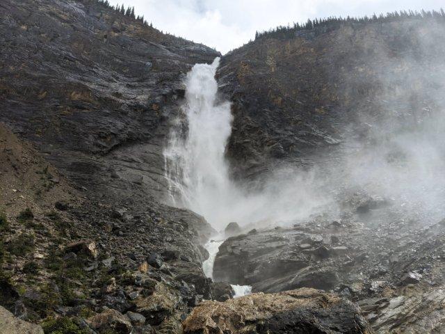 Takakkaw Falls horizontal view