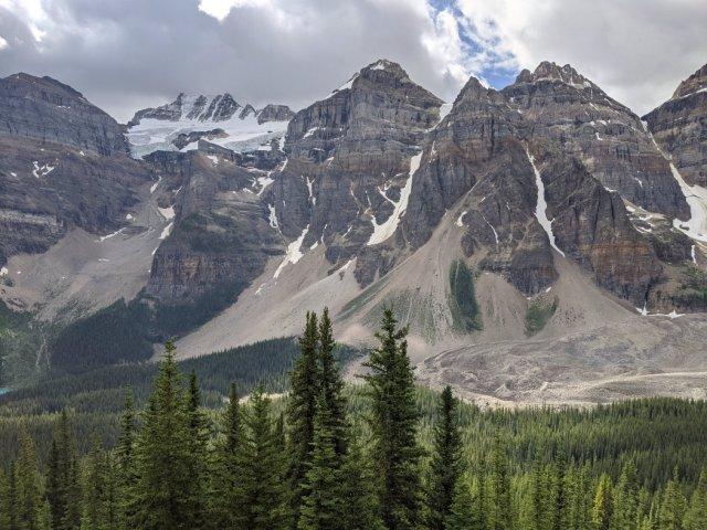Epic views of the Ten Peaks - Mount Babel, Mount Fay, Mount Bowen, Tonsa Peak (Mount Little is hiding behind)