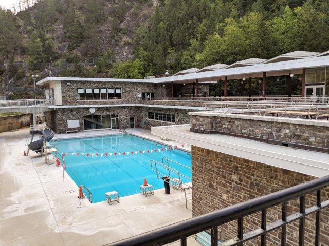 The pool at Radium hot springs