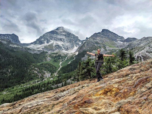 Uto Peak, Mount Sir Donald and Terminal Peak with sweaty me
