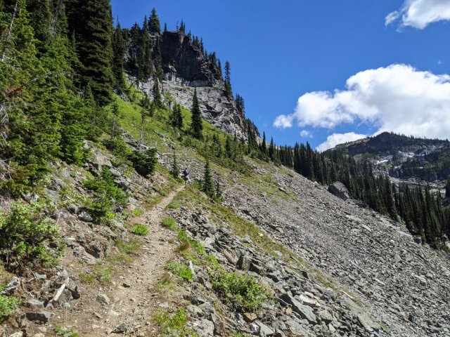 Trail between Miller Lake and Jade Lake