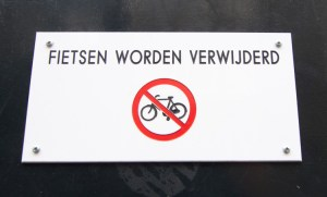 No parking sign for bikes
