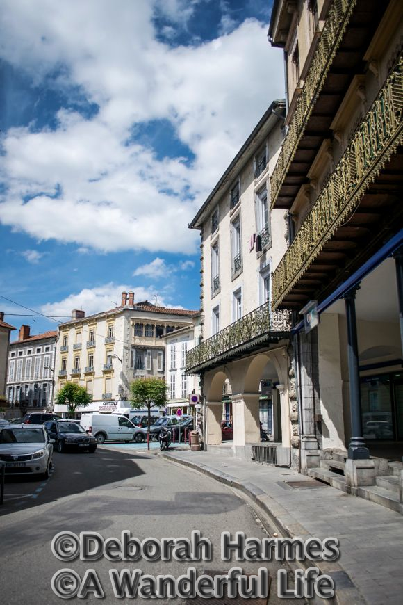 The curve of Rue Gambetta leading to the market square in St. Girons.
