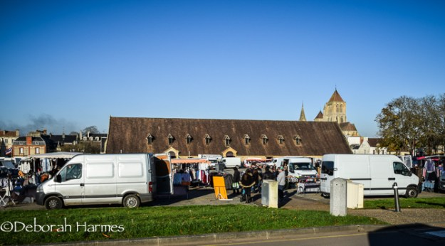 The packed Monday market in Saint-Pierre-sur-Dives.
