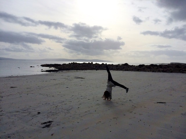 Cartwheels on the beach - look at that form!