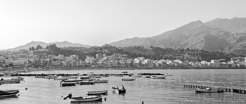 Giardini-Naxos in black and white