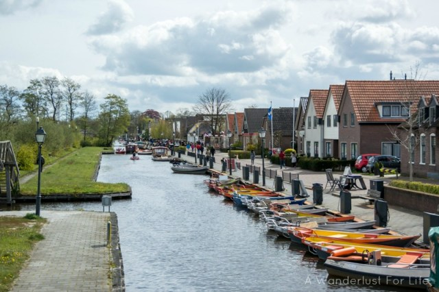 Canal houses and boats in Giethoorn