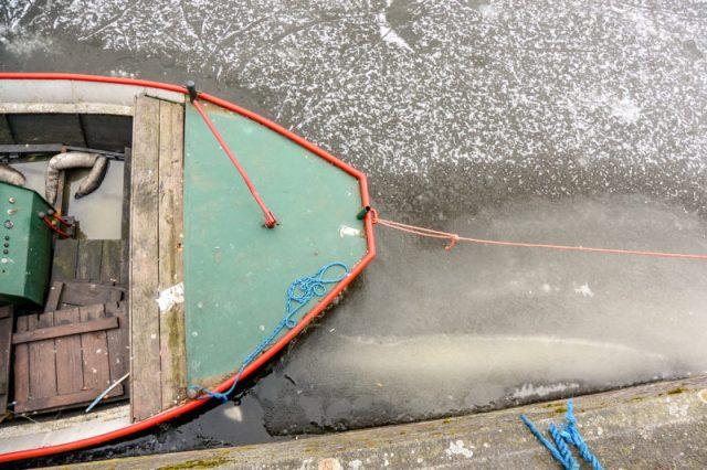 Boat on Prinsengracht frozen in ice