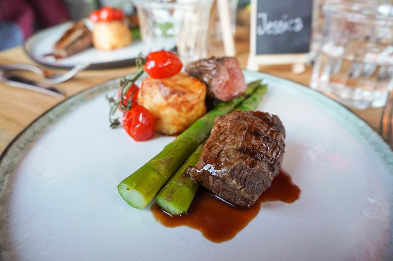 restaurant dijks beef dish