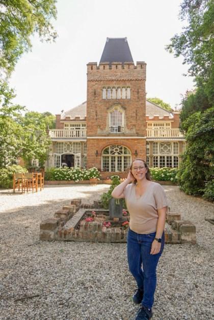 Jess at castle in Zeist