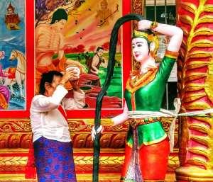 Dai Old Lady making an offer to Phra Mae Thorani goddess in Man Long Le Village (曼竜勒 - Man Long Le). Mengla county