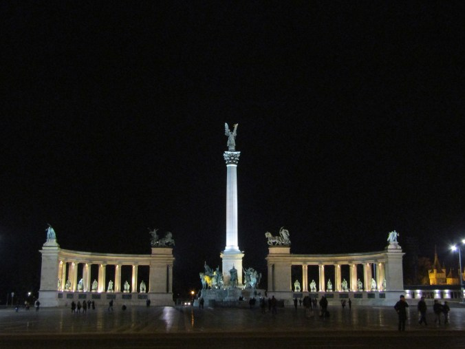 heroes-square-budapest.jpg