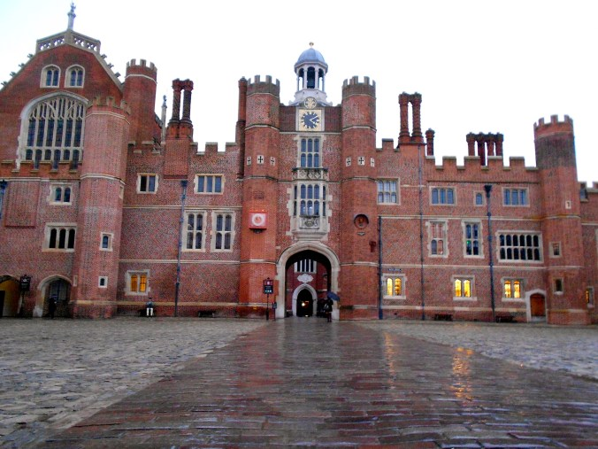 hampton-court-palace-england.jpg