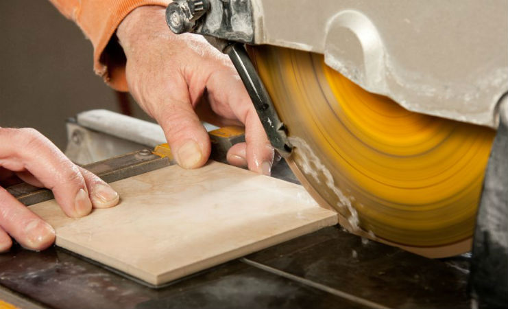 Cutting Tiles Using Water Saw