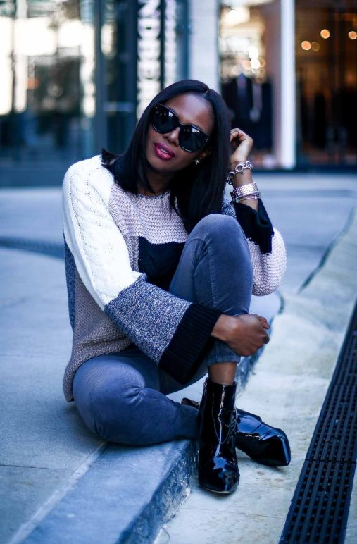 cozy sweater outfits for the holidays with the Loft-1