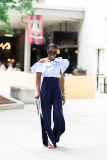 FASHION BLOGGER WEARING RUFFLES