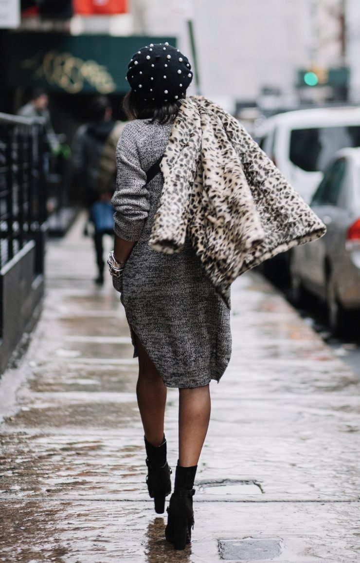 Fashion blogger wearing sweater dress with gucci waist bag and gucci sunglasses during NYFW23