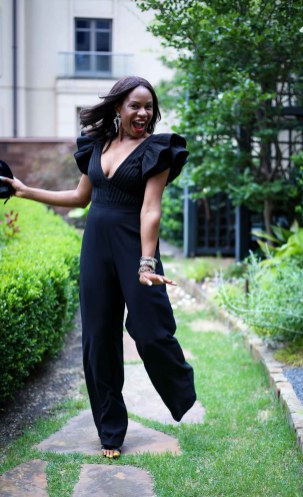 How to wear a black jumpsuit in the summer-5