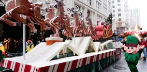 Giveaway: Macy's Holiday Parade in Portland