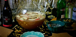 Whiskey Apple Ginger Punch & Other Holiday Drink Recipes // A Well Crafted Party