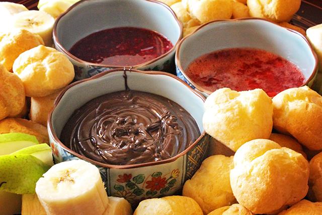 Simple fondue dessert