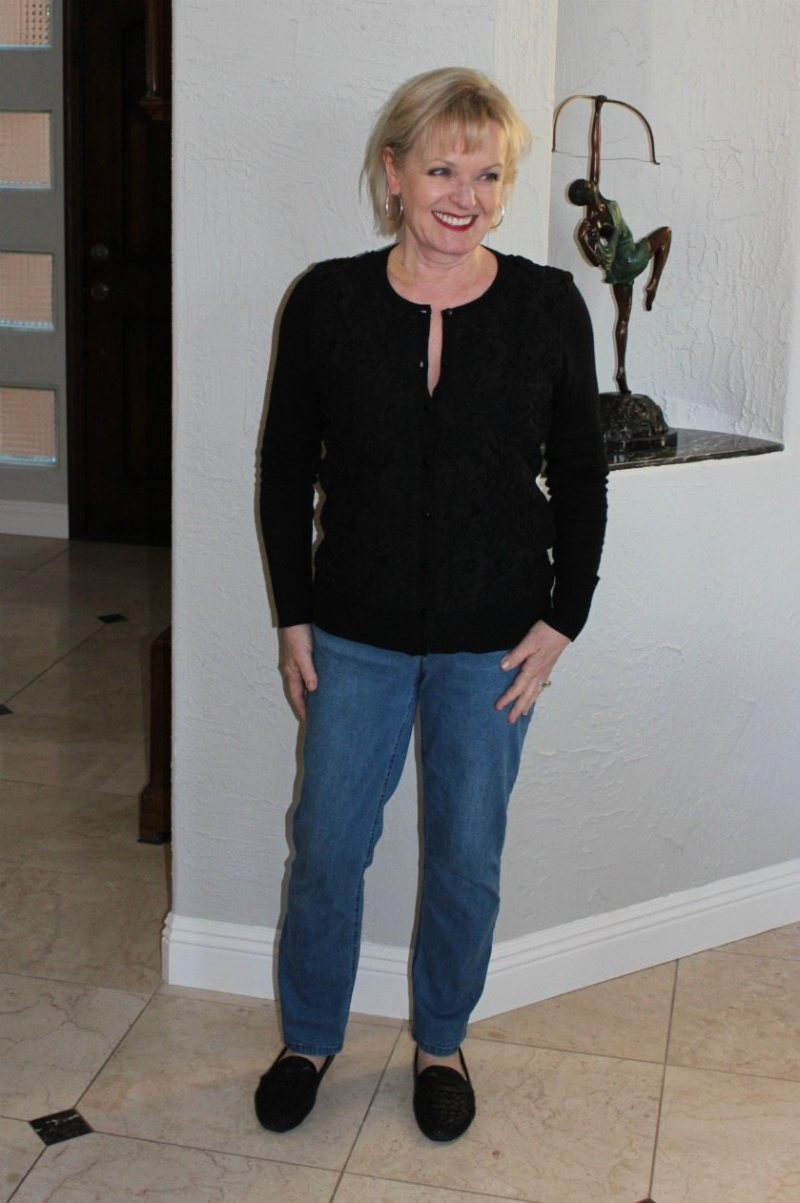 Jennifer Connolly of A Well Styled Life styling mom jeans