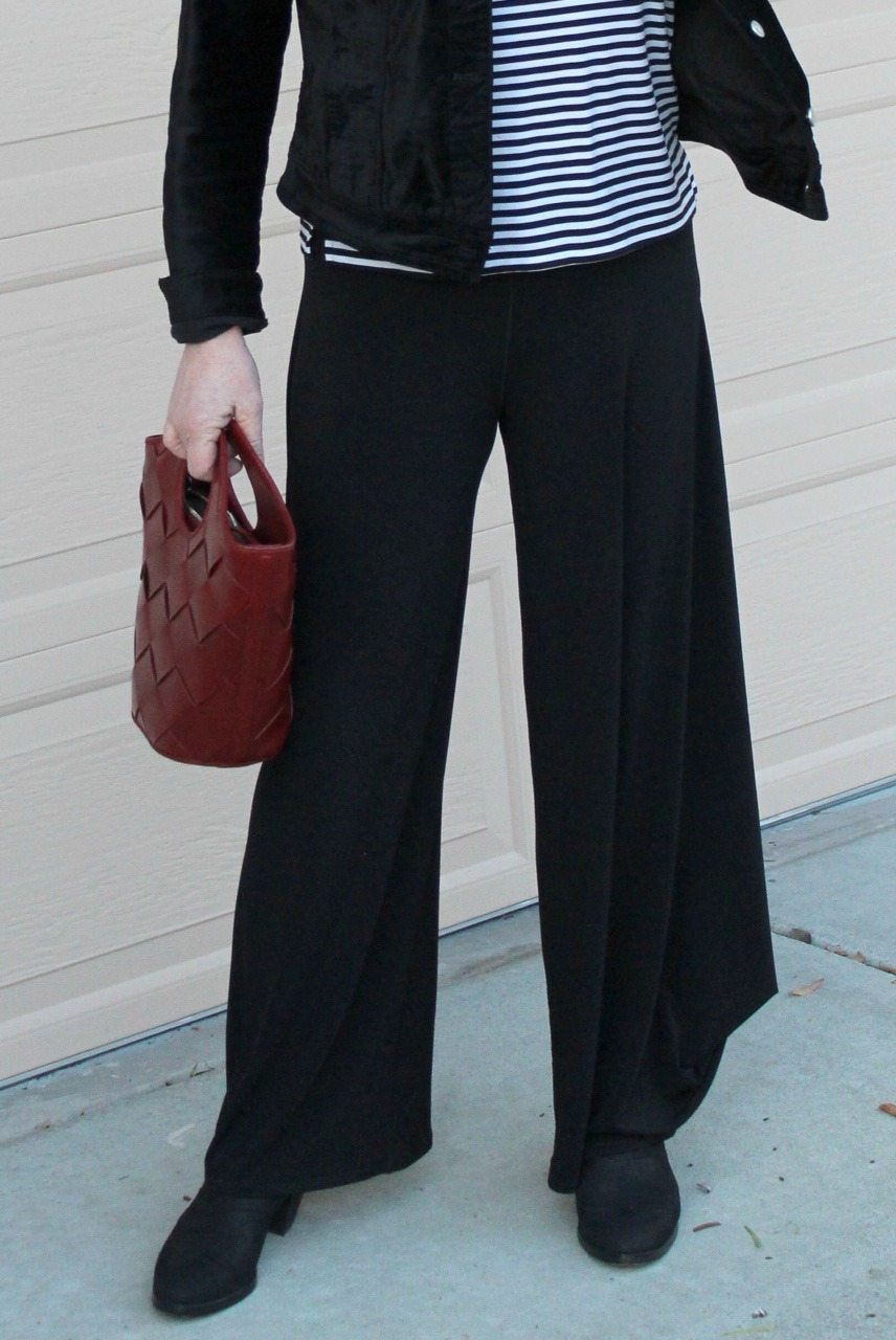 Jennifer Connolly of A Well Styled Life wearing lantern pants