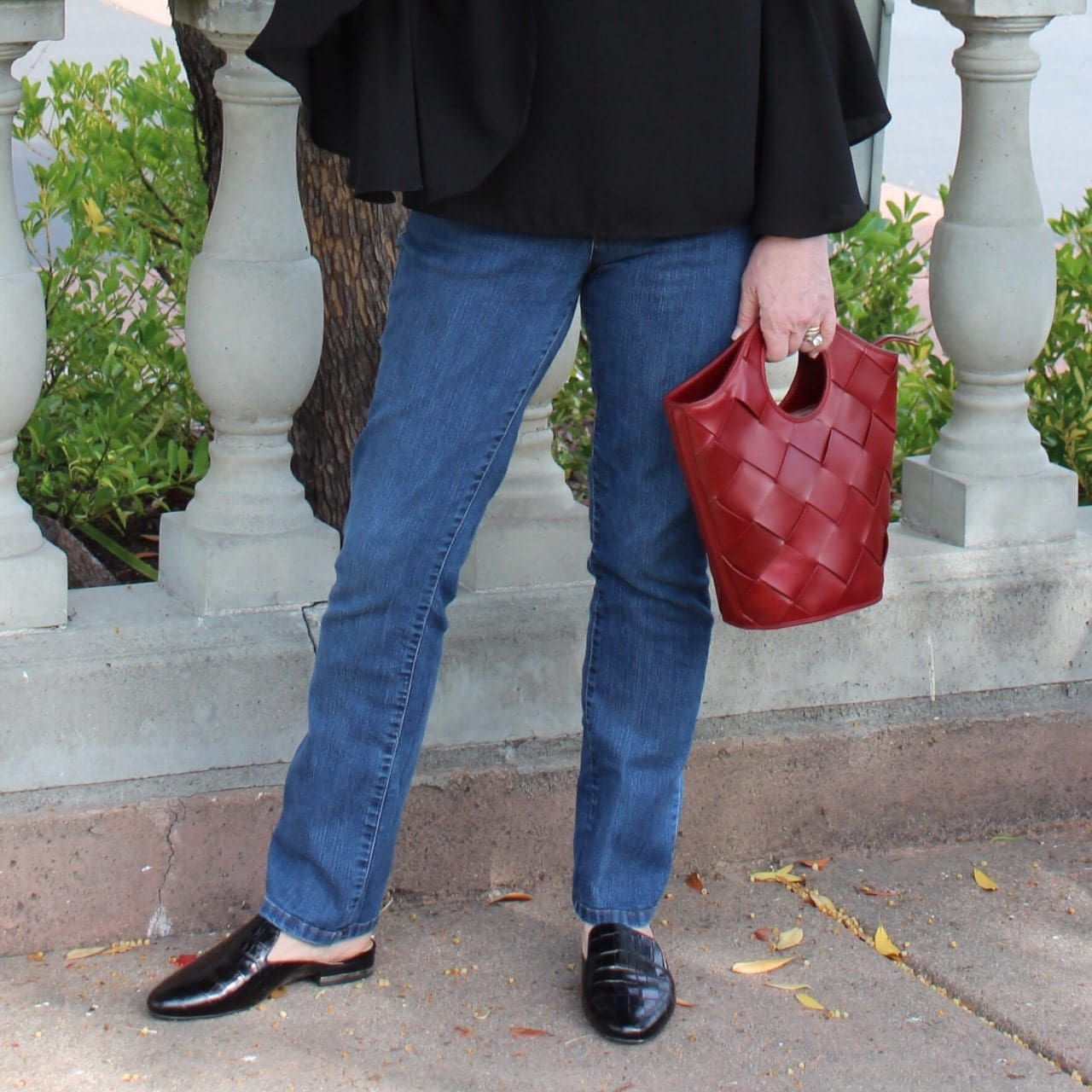 Jennifer Connolly of A Well Styled Life wearing Elizabeth & James handbag