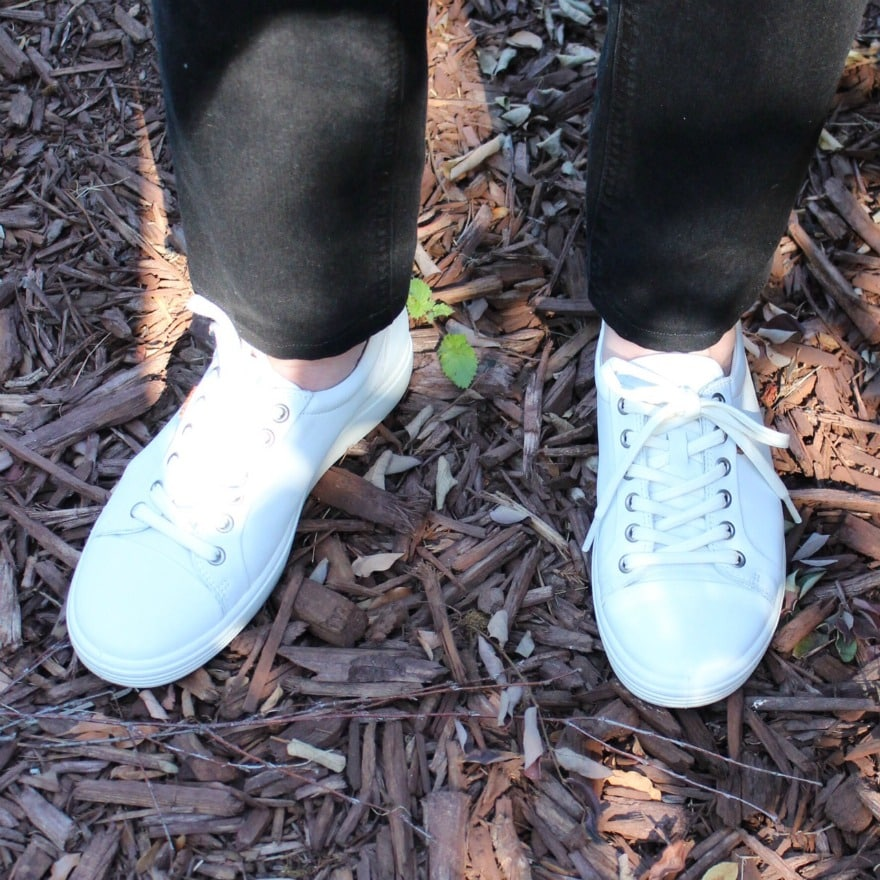 Jennifer Connolly of A Well Styled Life wearing ECCO Soft 7 Cap Toe sneaker