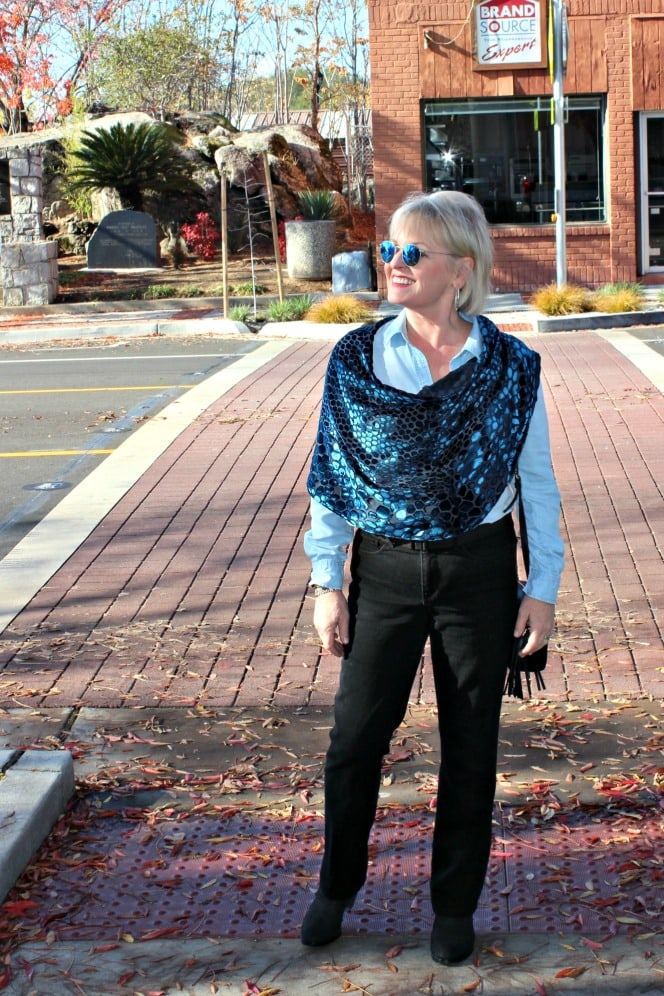 style blogger jennifer connolly of a well styled life dressing down denim with a velvet cape