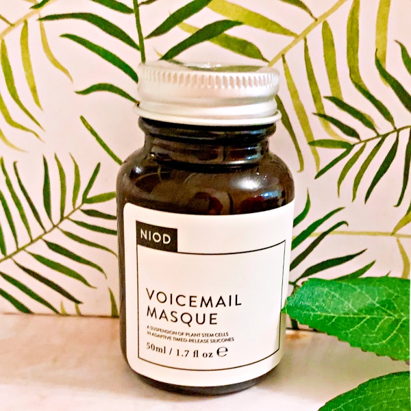 Best of Beauty - The Products that WOWed me in 2018! Why NIOD Voicemail Masque made the cut. www.awelltravelledbeauty.com