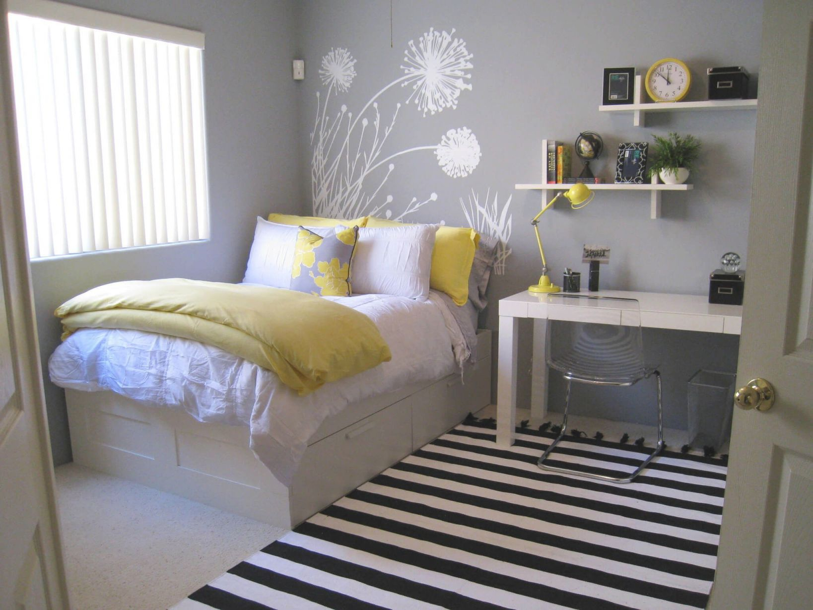 Small Bedroom Decorating Ideas For A Single Woman Awesome Decors