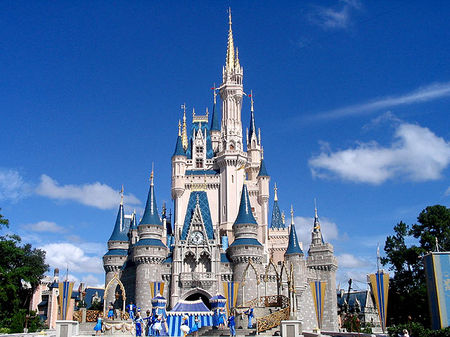 https://i0.wp.com/www.awesomefloridahomes.com/florida-homes/w1-disney-castle.jpg
