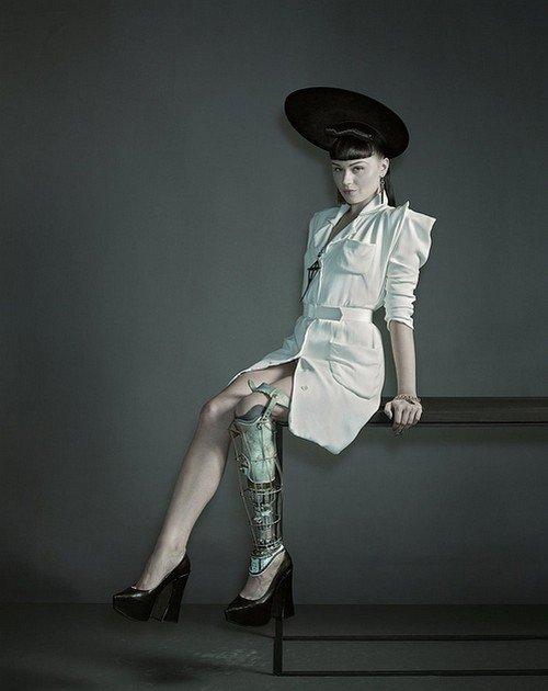 Amputee Popstar Viktoria Modesta Shows Off Her Amazing