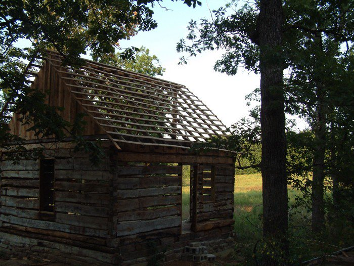 What This Man Did To A Rotten Cabin He Found In The Woods Is Amazing