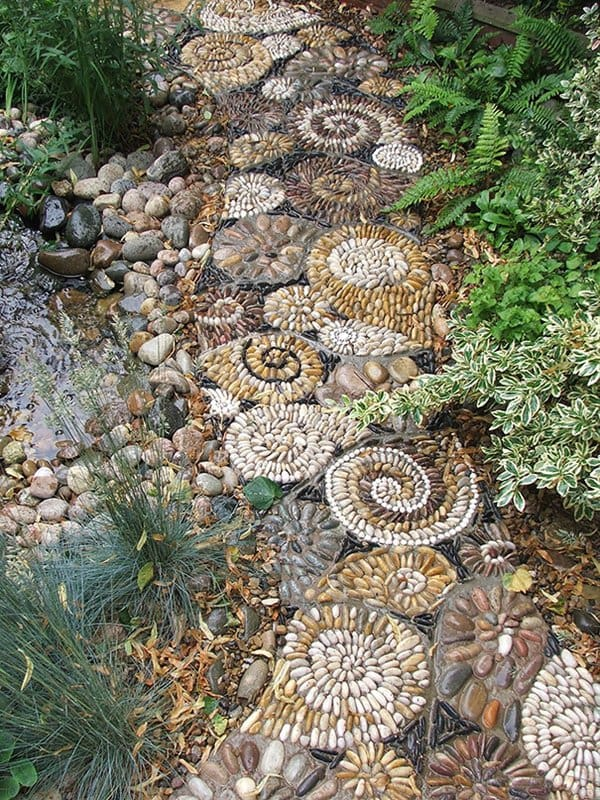 13 Beautiful Garden Pebble Paths That Will Make You Green