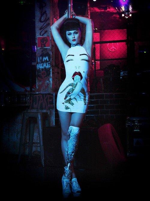 Amputee Popstar Viktoria Modesta Shows Off Her Amazing Prosthetics In Her New Video
