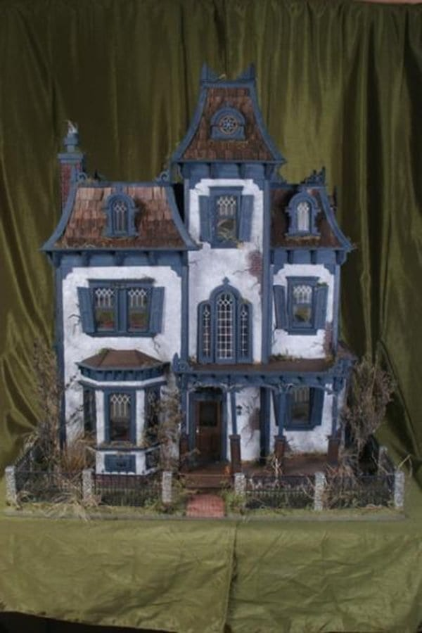 16 Dollhouses So Adorable Youll Wish You Could Move In  Part 2