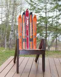 How To Make An Awesome DIY Chair Using Recycled Skis