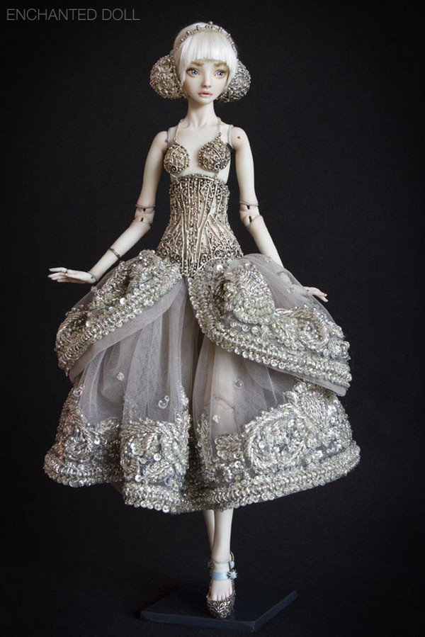 12 Of The Most Beautiful Porcelain Dolls You'll Ever See