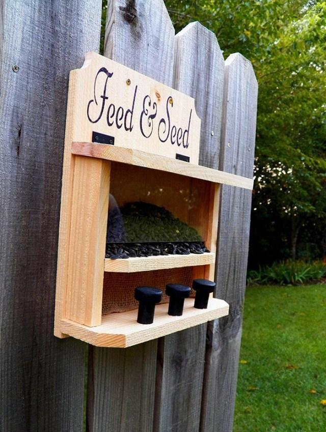 saltriverhomeandgrdn outdoor critter feeder