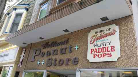 The Peanut Store in Holland - #MittenTrip - GrandRapids