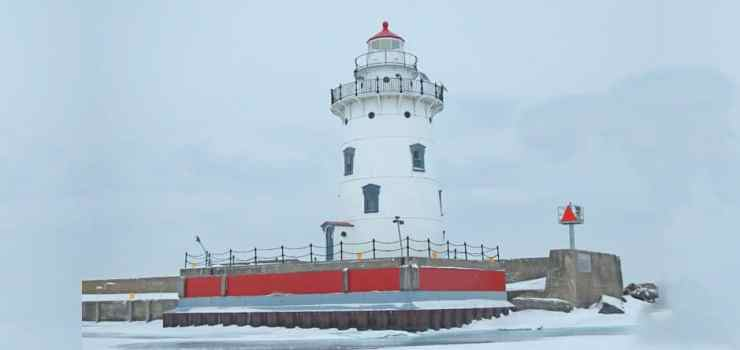 Harbor Beach Lighthouse. Photo courtesy of Harbor Beach Chamber of Commerce