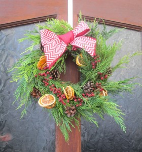 how to make a christmas wreath using dried fruit to make christmas decorations
