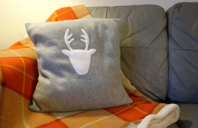 diy reindeer christmas cushion tutorial finished cushion 1